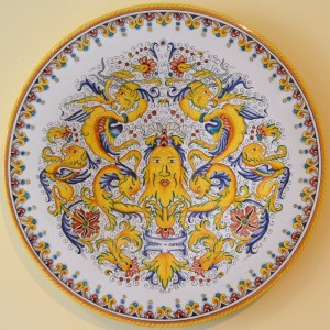 "PLATE ""RAFFAELLESCO"" WITH DOLPHINS AND MASK FROM CM 52"